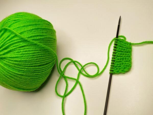 DĚTSKÉ PŘÍZE Příze je vhodná zejména na výrobu hraček, svetříků, čepiček pro miminka a dalších doplňků. 40% merino vlna / 60% akryl (antipilling)