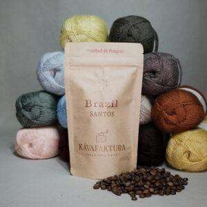Čerstvě pražená zrnková káva